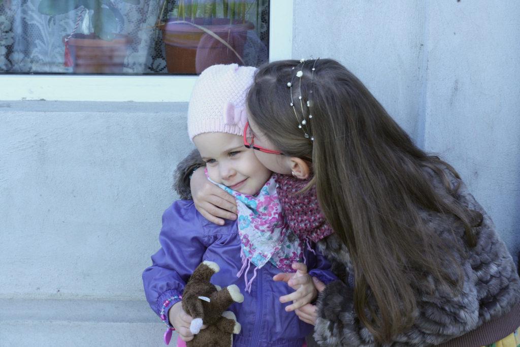 Sisters {April} - Romanian Mum Blog