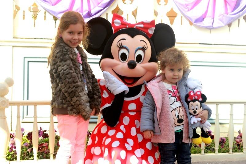 Siblings in Disneyland #March
