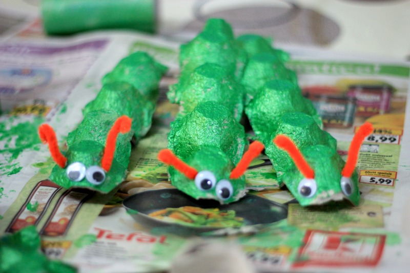 Make an egg carton caterpillar