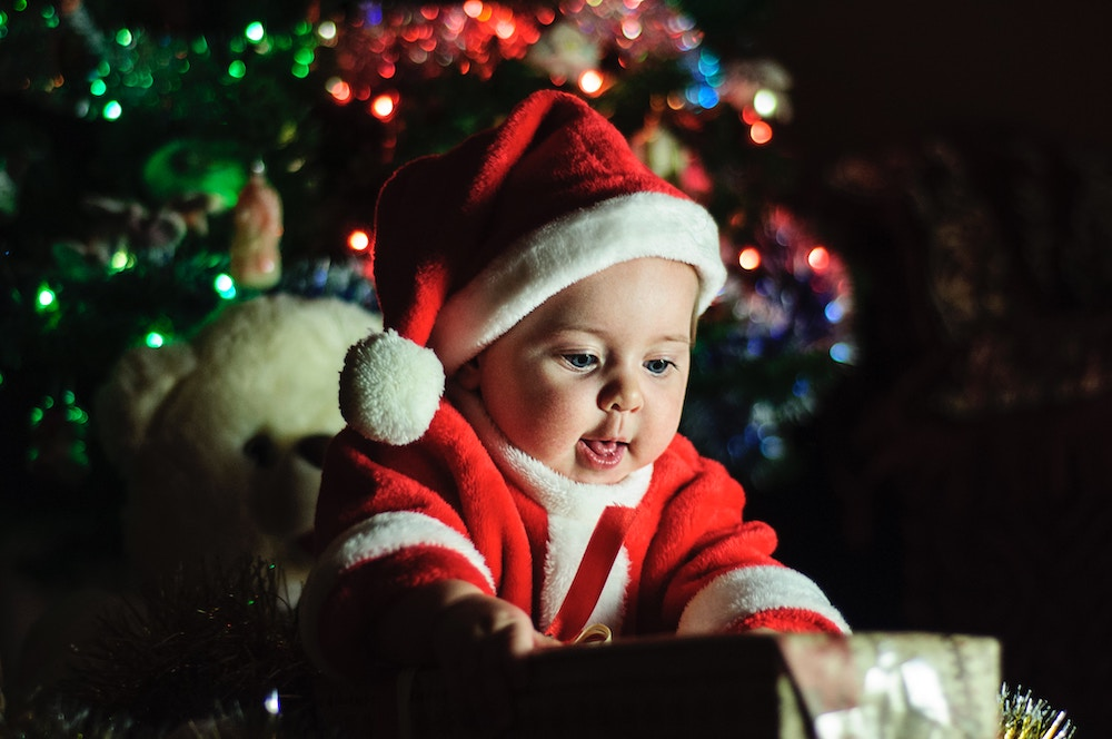 7 Tips for Surviving Your First Christmas with a Newborn